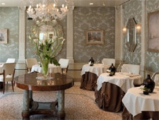Dining room at Do Leoni, Venice, italy