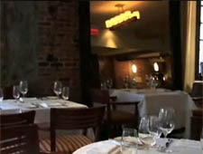 Dining Room at Verses Restaurant, Montréal, QC