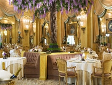 Dining room at L'Espadon, Paris, france
