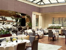 Dining room at Les Orchidées, Paris, france