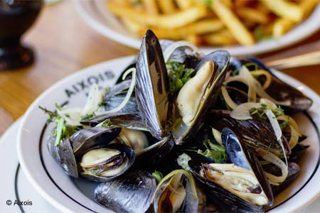 Charming neighborhood bistro woos guests with classic French cuisine and family-style deals.