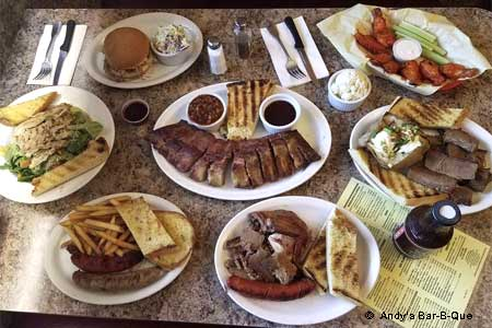 Oak wood-smoked meats, reasonable prices and a lively bar scene.