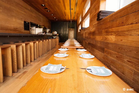 Foodies and scenesters continue to be on board with this Paul Kahan wine bar and small-plates hub.