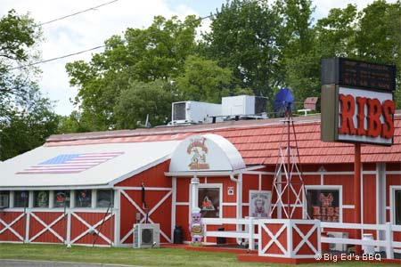 Extra big napkins and extra big appetites are required to dine at this barbecue roadhouse in suburban New Jersey.
