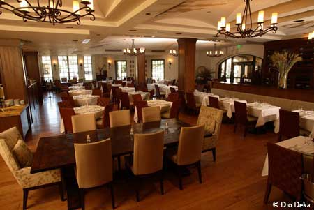 Upscale and energetic, this downtown Los Gatos staple delivers fine Hellenic cuisine and attentive service.