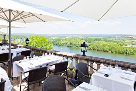 Le Domaine de la Corniche offers a commanding view of the Seine from its terrace
