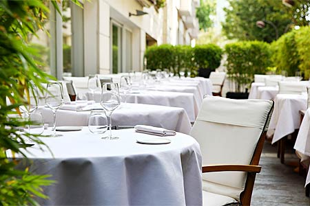 Enjoy a meal with your dog on the patio at Le Quinzieme restaurant in Paris