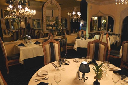 The dining room at Melvyn's in Palm Springs, California
