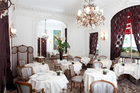 Dining room at Raphaël, Paris, france
