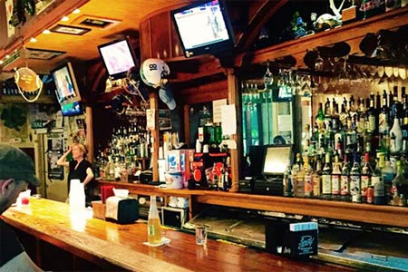 Tracey's Bar & Restaurant, New Orleans, LA