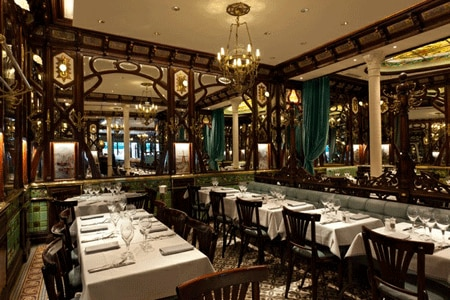 Dining room at Brasserie Vagenende, Paris, france