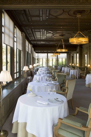 Dining room at Ledoyen, Paris, france