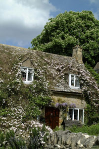 Snowshill is full of pretty cottages built of mellos Cotswold stone