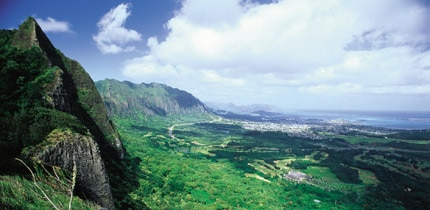 Nuuanu Pali Lookout offers excellent views of Oahu's windward side