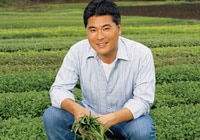 Mingle with celeb chefs such as Roy Yamaguchi at the First Annual Hawaii Food & Wine Festival