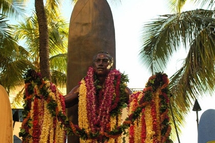 Lei draping at Duke Kahanamoku's statue