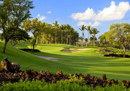 The picturesque fifth hole at the Gold Course at Wailea, one of GAYOT's Top 10 Golf Courses in Hawaii