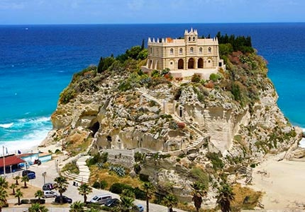 "Tropea, the ""pearl of the Thyrrenian Sea"""