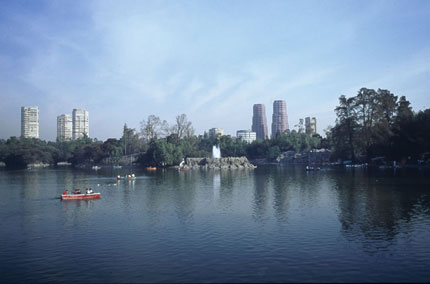 El Bosque de Chapultepec is a large, lush urban park in the heart of Mexico City