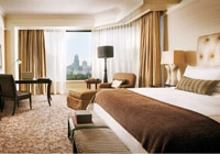 Four Seasons Hotel Singapore guest room