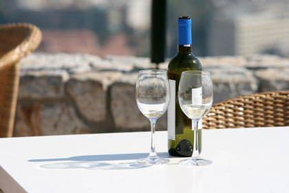 Enjoy summertime sipping under the sun with our Top 10 Summer Wines