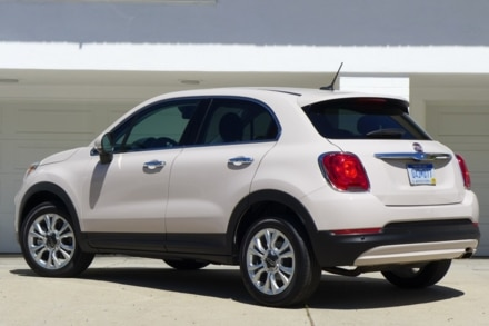 2016 Fiat 500X Lounge FWD back view