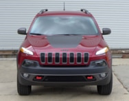2016 Jeep Cherokee Trailhawk 4x4 front view
