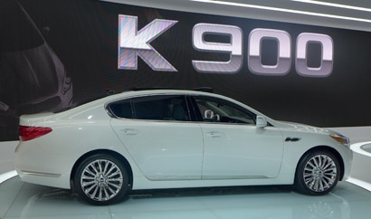 2015 Kia K900 side view