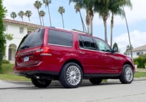2015 Lincoln Navigator 4x4 side view