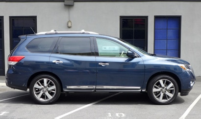 2013 Nissan Pathfinder Platinum 4x4 side view