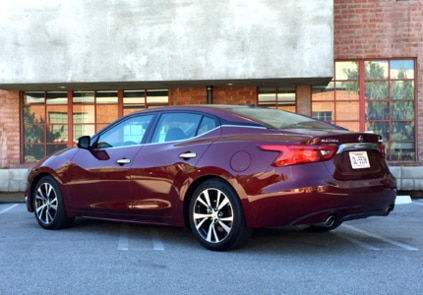 2016 Nissan Maxima Platinum side view