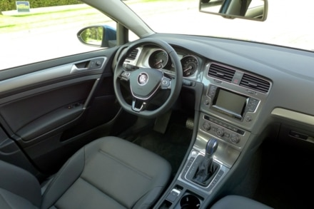2015 Volkswagen e-Golf interior