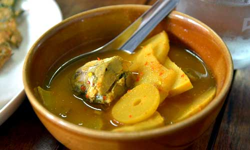 Kaeng som is a famous sour curry from southern Thailand