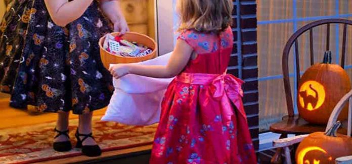 Find healthier alternatives to Halloween candy with GAYOT's list of Healthy Snacks for Kids