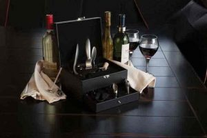 Picnic Time Deluxe Eight-Piece Wine Accessory Kit