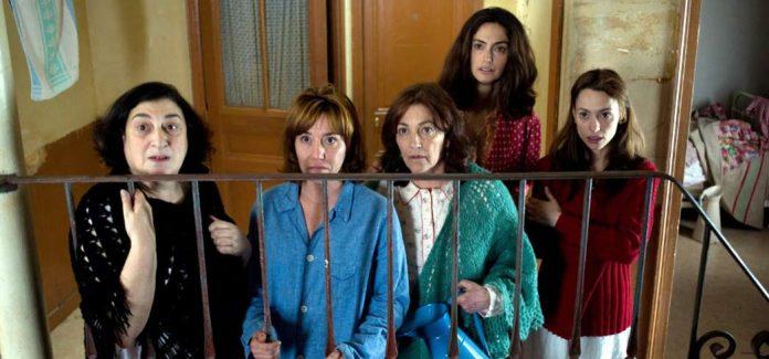 Lola Dueñas, Carmen Maura, Berta Ojea, Natalia Verbeke, and Nuria Solé in Les Femmes du 6ème Étage