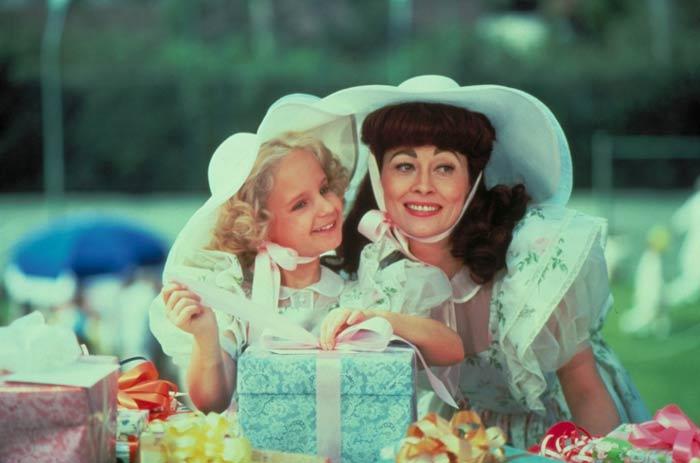 Faye Dunaway and Mara Hobel in Mommie Dearest