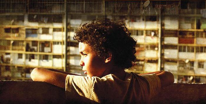 Samuel Lange Zambrano plays Junior in Pelo Malo