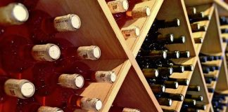 Find restaurants with the best wine lists near you