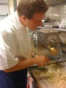 Chef Alessandro Cartumini shows us his P. Nuova pasta machine