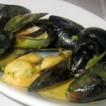 Steamed black mussels with spiced wine sauce