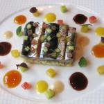 Les poissons bleus argentés: sardines marinées