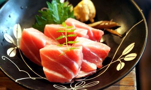 Japanese food: tuna sashimi