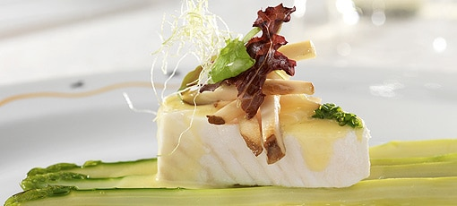 Picasso | Filet of halibut, green asparagus and sauce hollandaise