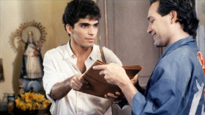 Jorge Perugorría and Vladimir Cruz star in Fresa y Chocolate