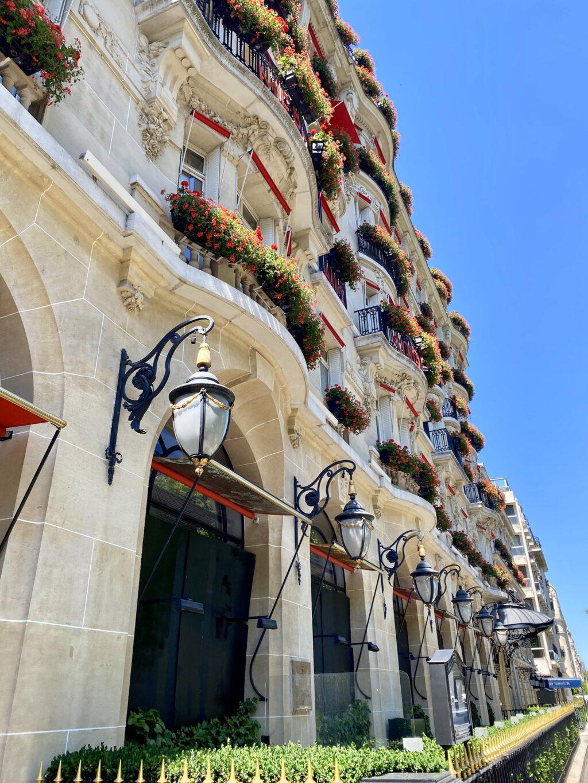 Le Bar patio avenue Montaigne