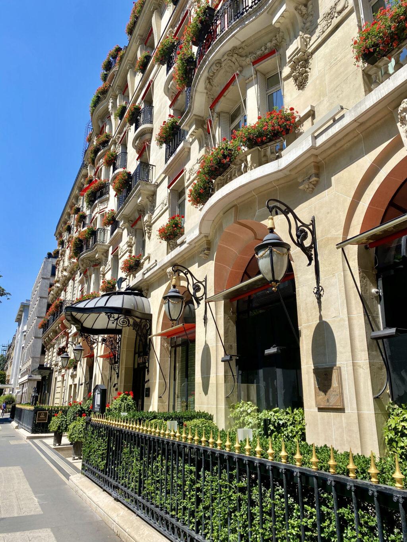 Le Bar terrace avenue Montaigne