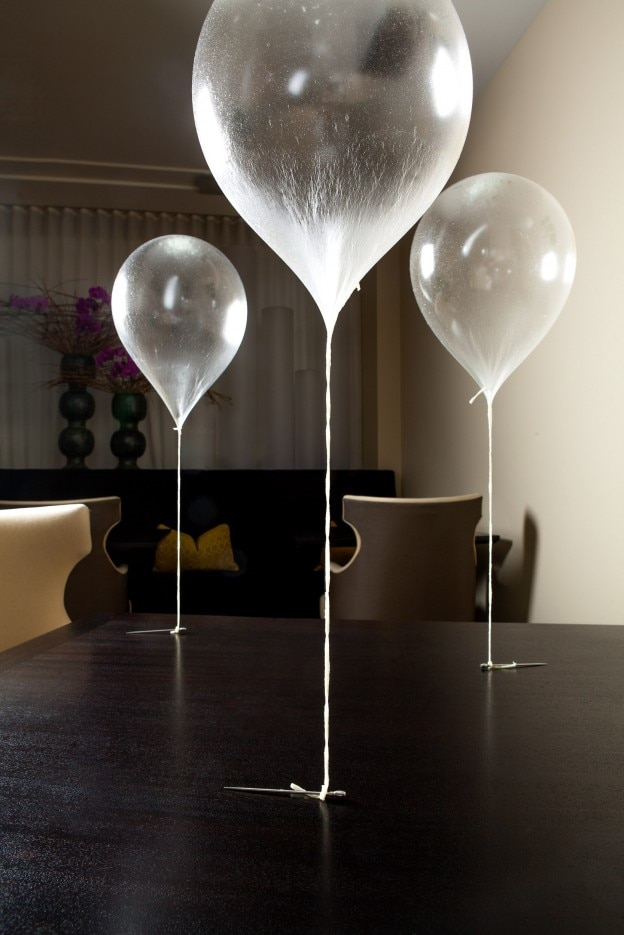 Alinea grant achatz chicago edible balloon gayot - Alinea cuisine ...