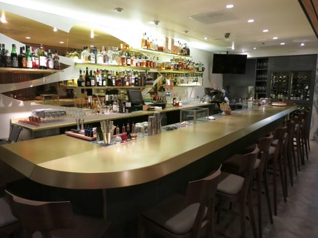 Aestus santa monica ca the bar gayot restaurant for Food bar santa monica