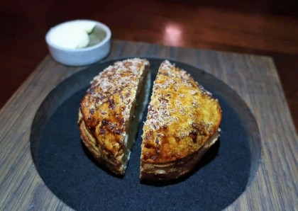 Black garlic bread